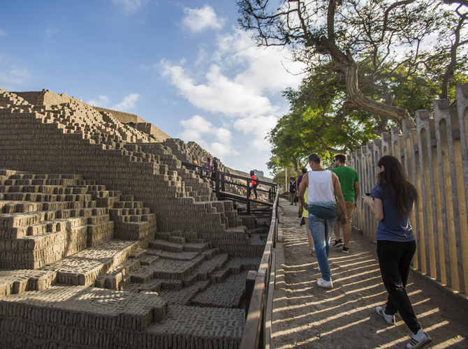 Huaca Pucllana Tour With Dinner